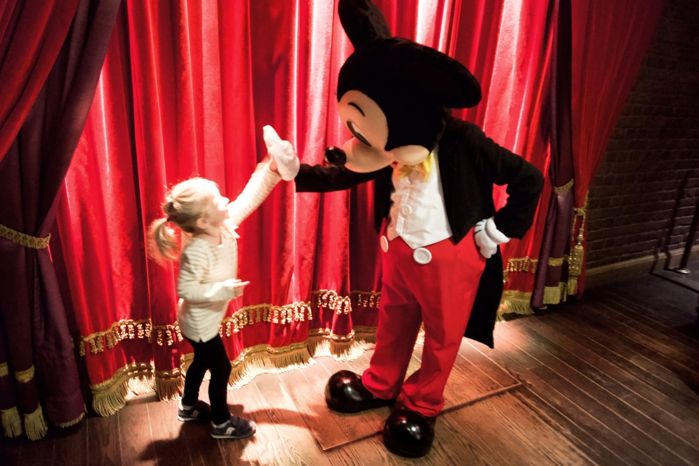 lily mickey high 5