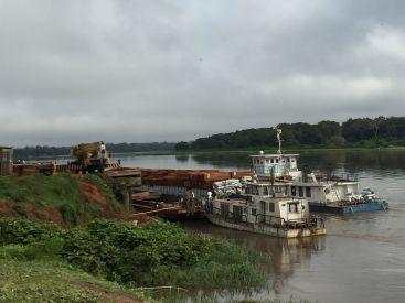 Boats on Ubangui with Timber
